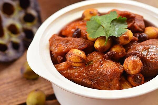 Chân giò hầm hạt sen - 20 món ngon từ thịt heo đãi tiệc, đãi khách đơn giản dễ làm