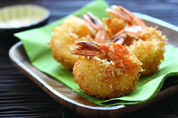 Món 11. Tôm tẩm dừa nướng - món ngon từ tôm nõn