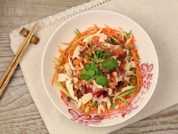 Cách làm gỏi gà hành tây cà rốt ngon và đơn giản nhất