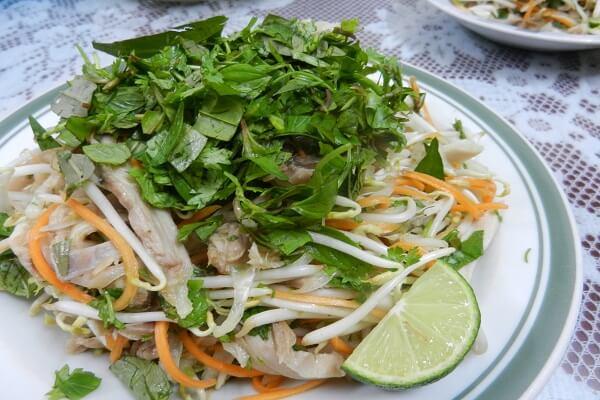 Cách làm gỏi gà rau răm ngon nhất – Bí quyết trộn gỏi gà ngon nhất theo đậm hương vị Việt Nam 6