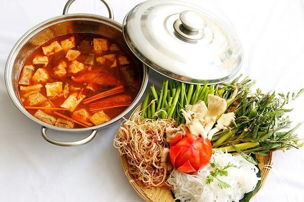 Cách nấu lẩu Thái chay ngon, chua cay đơn giản tại nhà