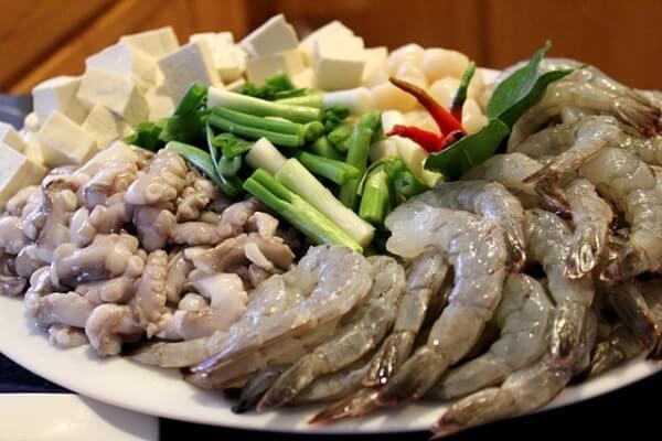 Thực hiện món lẩu Thái chua cay hải sản thập cẩm ngon nhất
