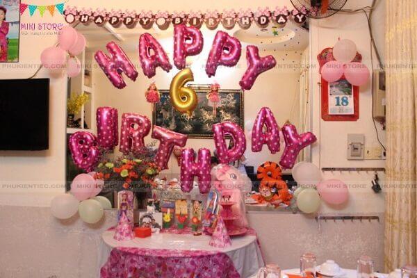 Chọn không gian tường 2mx2m để trang trí bong bóng sinh nhật tại nhà