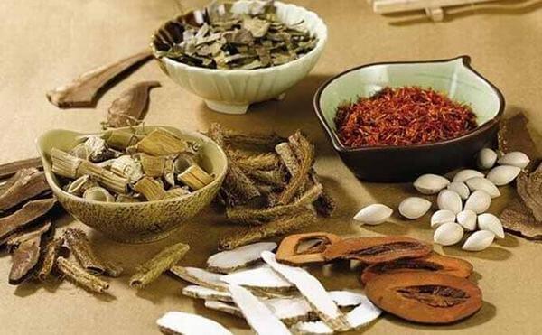 Nhiều người hiện nay thường sử dụng cách chữa đau bụng bằng những loại thuốc giảm đau hoặc bài thuốc dân gian.