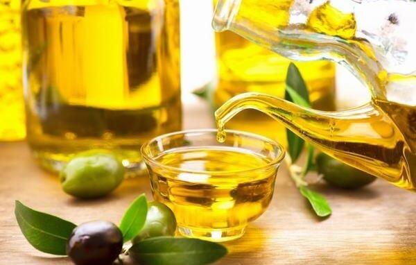 Cách sử dụng dầu oliu trong nấu ăn được nhiều chị em phụ nữ áp dụng trong chế biến các món ăn ngon, rất tốt cho sức khỏe