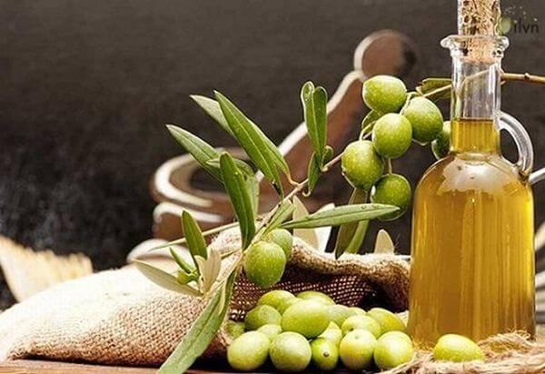 Cách dùng dầu oliu dưỡng tóc rất đa dạng, bạn có thể tùy ý lựa chọn sao phù hợp với chất tóc, điều kiện vật chất, thời gian của mình.