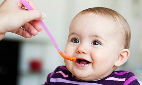 Giải đáp về chế độ dinh dưỡng cho bé từ Bs Trương Hữu Khánh