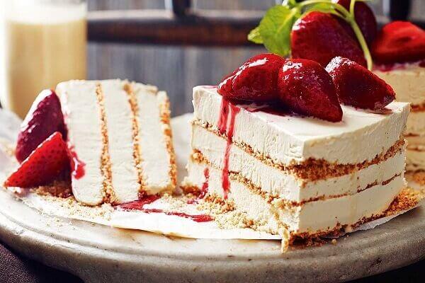 Bánh kem lạnh (ice cream cake) được sáng tạo dựa trên bánh gato truyền thống