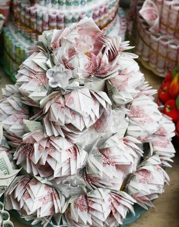 Những bó hoa sinh nhật đẹp nhất thế giới được làm từ các tờ tiền Việt Nam, tiền đôla