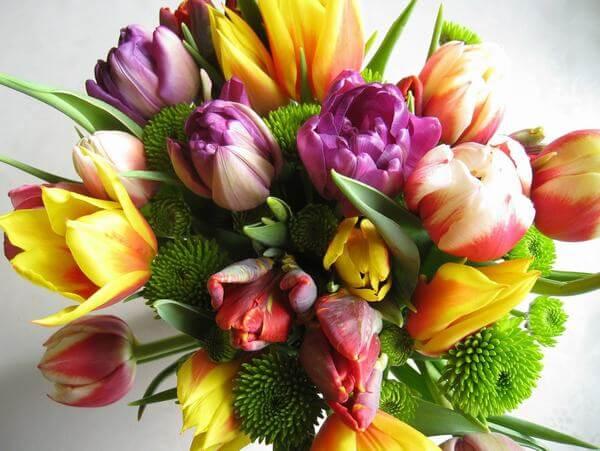 Lẵng hoa tulip tặng sinh nhật ý nghĩa và vô cùng đẹp mắt.