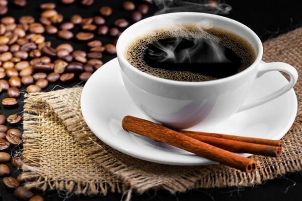 Cafein có tác dụng tốt trong việc tăng huyết áp và giải quyết tình trạng huyết áp thấp.