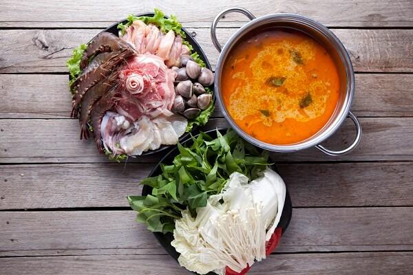 Cách nấu lẩu Thái chay chua cay với nấm rơm, nấm bào ngư