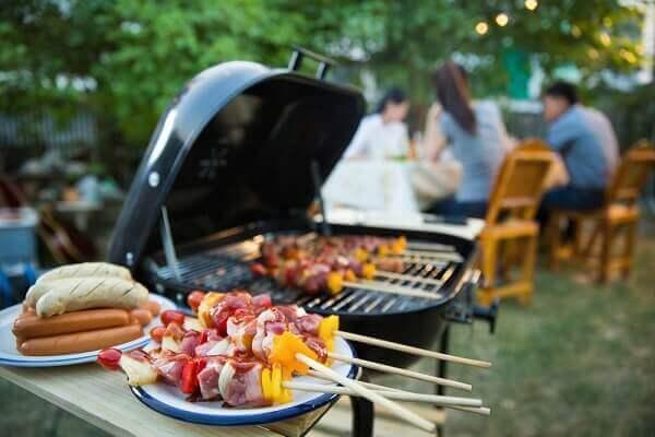 Thịt nướng ngoài trời - món ngon đãi tiệc gia đình