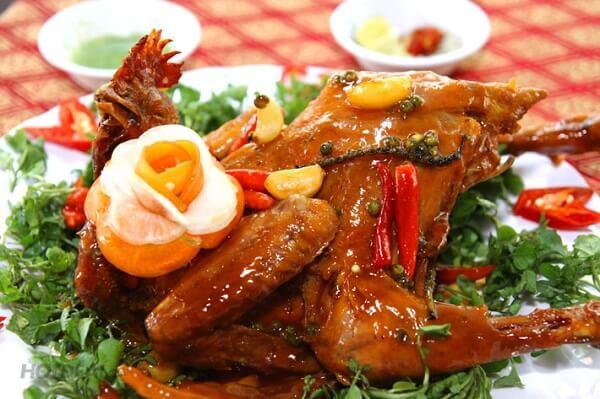 Gà hấp mắm nhĩ mặn mặn dễ ăn - những món ngon đãi tiệc