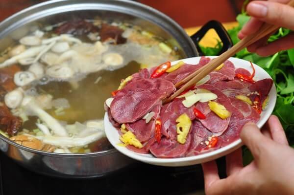 Nguyên liệu thực phẩm tươi ngon – 5 quán lẩu ngon ở Hà Đông: lẩu hơi, lẩu nấm, lẩu thái