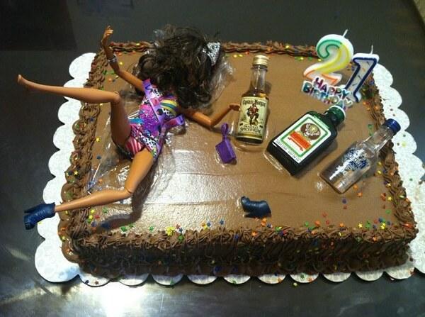 Những chiếc bánh sinh nhật buồn cười