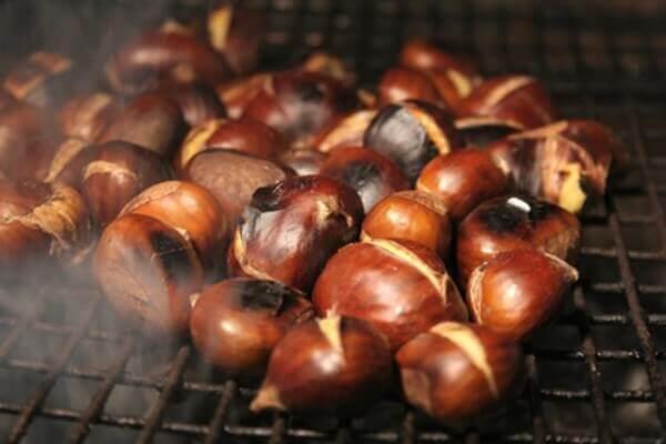 Hạt dẻ nóng - những món ăn vặt dễ kinh doanh