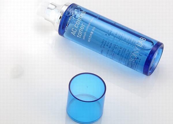 Nước cân bằng ngăn ngừa mụn Tony Lab AC Control Toner giúp làm sạch bã nhờn và dầu thừa trên bề mặt da, loại bỏ tế bào chết nhẹ, cân bằng lớp dầu trên da mặt