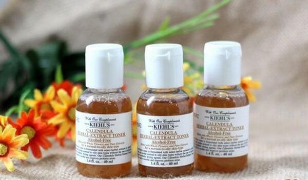 Nước hoa hồng Kiehls Calendula Herbal Extract Toner cấp ẩm cho da, nuôi dưỡng làn da khỏe mạnh hồng hào.