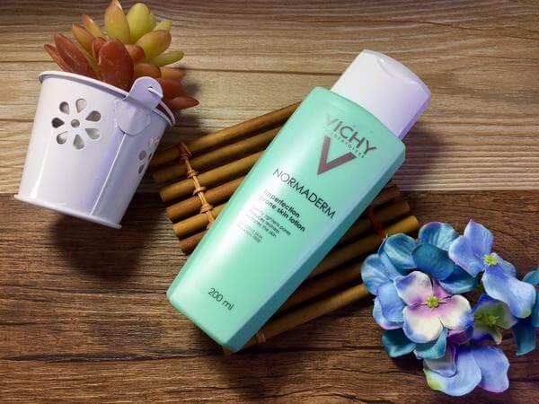 Nước hoa hồng Vichy Normaderm Imperfection Prone Skin Lotion Giá: 510.000 Xuất xứ: Pháp Thể tích: 200ml Thành phần chứa acid salicylic