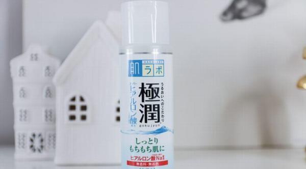 Nước hoa hồng Hada Labo Super Hyaluronic Acid Lotion của Rohto Nhật Bản chính là sản phẩm mang đến danh tiếng cho Hada Labo.