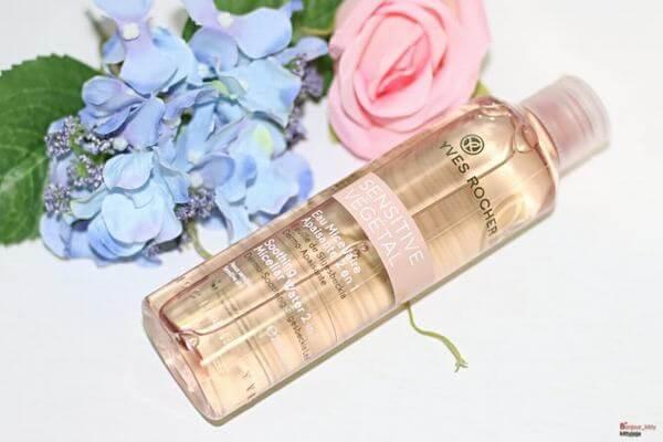 Nước hoa hồng cho da nhạy cảm Active Sensitive của Yves Rocher cho cảm giác nhẹ nhàng và thư giản, nuông chiều những làn da mỏng manh, nhạy cảm.