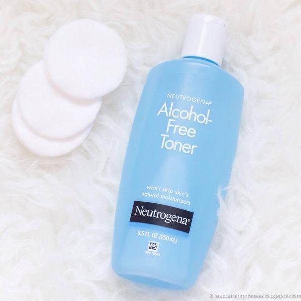 Nước hoa hồng Neutrogena làm tươi mới làn da với công thức hoàn toàn không chứa cồn 100%. Sản phẩm đặc biệt được thiết kế ở dạng nước trong.