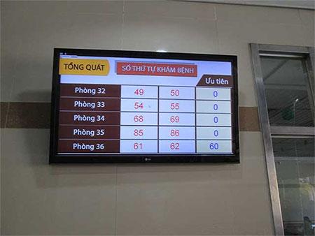 Màn hình thông báo trước phòng khám chuyên khoa tổng quát bệnh viện Đại học Y dược