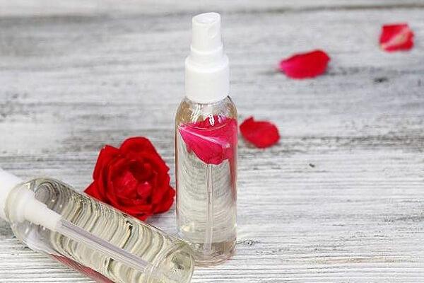 Review nước hoa hồng Lana có tốt không, có chứa cồn không?