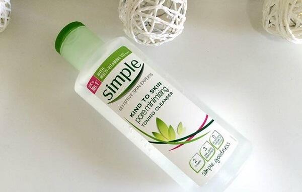 Nước hoa hồng simple pore minimising toning cleanser cho da mụn