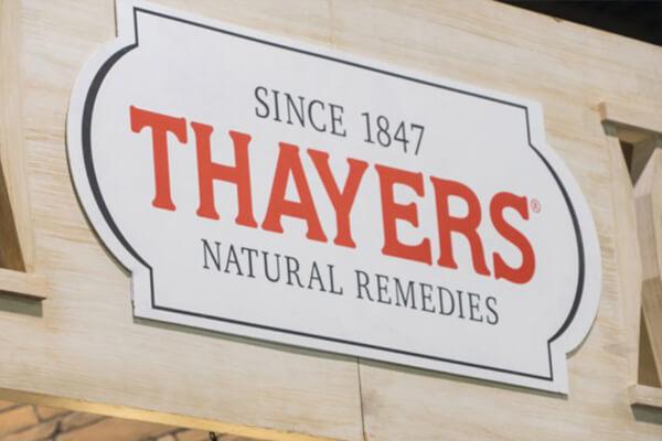 Điểm đặc biệt của thương hiệu dược mỹ phẩm Thayers là chỉ chuyên tâm sản xuất một mặt hàng duy nhất: Nước hoa hồng.