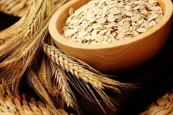 Theo Bộ Nông nghiệp Mỹ, 1 chén bột yến mạch nấu chín, cung cấp 166 calo, 6g protein và 4g chất béo, 4g chất xơ.