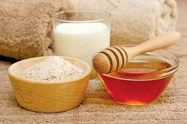 Từ lâu chúng ta đã biết đến những tác dụng cực tốt của mật ong và bột yến mạch trong việc bảo vệ sức khỏe và làm đẹp.