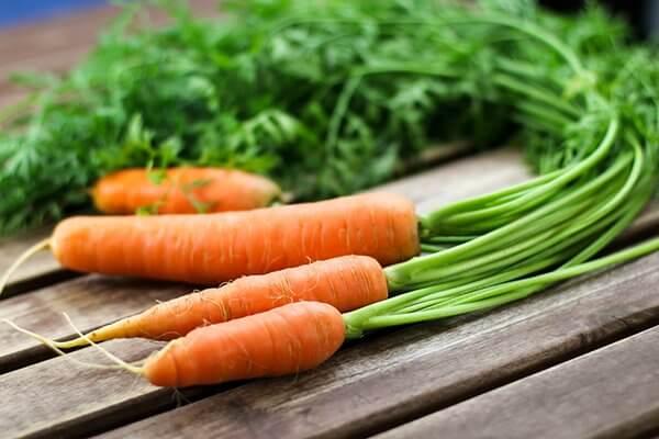 Nước ép cà rốt gừng có hàm lượng calo thấp, có chất chống oxy hóa, chất xơ, giúp tăng cường