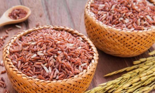 Gạo lứt được nhiều người tin dùng vì cho rằng giúp thanh lọc cơ thể, giảm cân, thậm chí chữa các bệnh nan y.