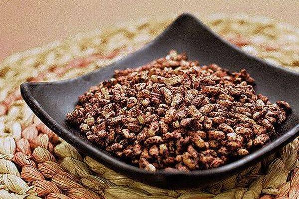 Ăn các loại hạt nguyên chất như gạo lứt đỏ có tác dụng chống lại chứng xơ vữa động mạch, chứng đột quỵ do thiếu máu; bệnh tiểu đường, bệnh béo phì.