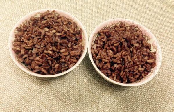Ăn kiêng bằng món ăn gạo lứt, muối mè là một cách vừa chữa bệnh, vừa giảm được cân.