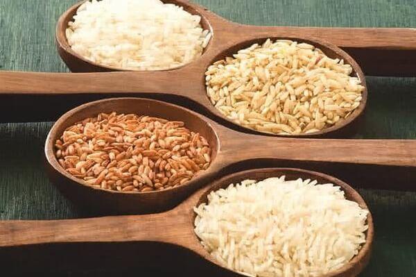 Gạo lứt - Giá trị dinh dưỡng vượt trội Gạo lứt là loại gạo chỉ vừa mới bóc đi lớp vỏ trấu, vẫn còn lớp cám bao bọc bên ngoài.