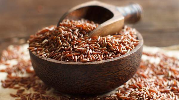 Không chỉ vậy mà trong gạo lứt còn chứa vitamin K có tác dụng lọc máu, cung cấp dinh dưỡng cho xương khớp