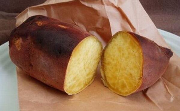 """Lý do khoai lang được ví như """"thực phẩm vàng"""" là nhờ những tác dụng của khoai lang đối với sức khỏe con người như chống ung thư, cải thiện tiêu hóa"""
