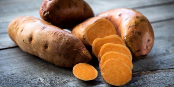 Để giảm cân bằng khoai lang, chị em hãy ăn khoai lang vào bữa sáng thay cho khẩu phần ăn thông thường hàng ngày