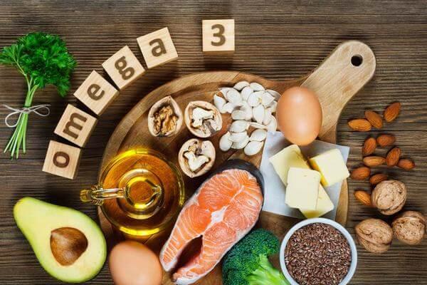 Nguồn thực phẩm giàu omega-3 có thể kể đến như: cá, sữa, ngũ cốc, rau củ, dầu béo.. ... Bạn nên cho trẻ ăn các loại thực phẩm bổ sung DHA như: Ngũ cốc cho trẻ em; Sữa bột ...