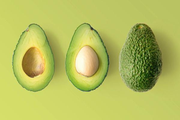 Các loại thực phẩm có chứa chất carotenoids khi được ăn kèm với trái bơ sẽ giúp cơ thể bạn hấp thụ tốt hơn.