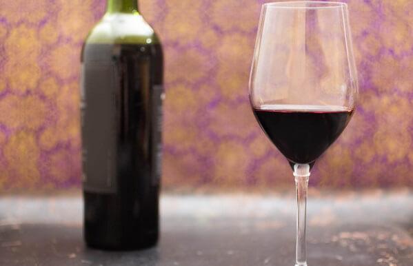 Rượu tỏi là thức uống rất tốt cho cơ thể. Bạn đã biết cách ngâm, công dụng và cách sử dụng rượu tỏi như thế nào chưa?