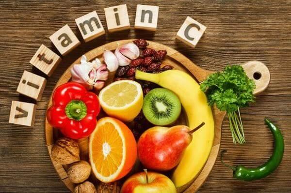 Vitamin C vốn có sẵn ở cơ thể mỗi người, đóng vai trò trong quá trình tái tạo và sản sinh collagen.