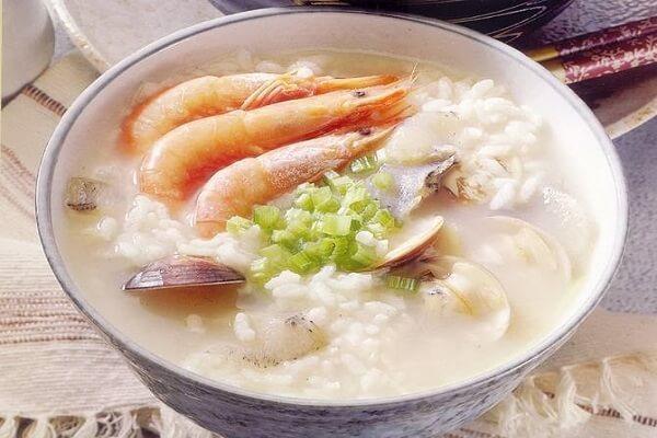 Cháo đậu xanh hải sản – Món ngon cho bé 4 tuổi