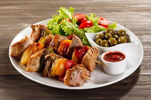 Thịt nướng xiên que - các món ăn ngon dễ làm ngày sinh nhật