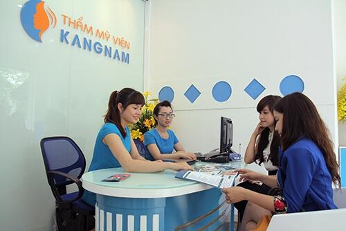 Phong cách phục vụ chuyên nghiệp là một trong những yếu tố thu hút khách hàng tại Kangnam