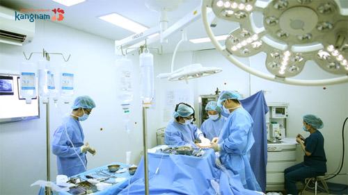 Bác sĩ tư vấn phẫu thuật nâng ngực 2
