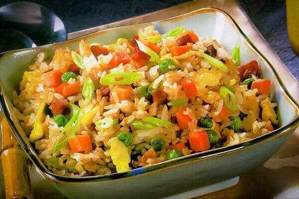 Món cơm chiên Dương Châu hấp dẫn từ màu sắc đến hương vị.